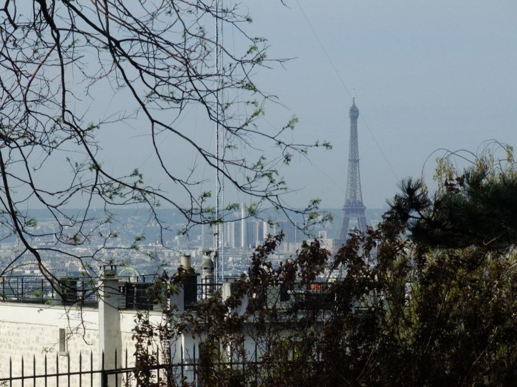 サクレクール聖堂近くから見えるエッフェル塔
