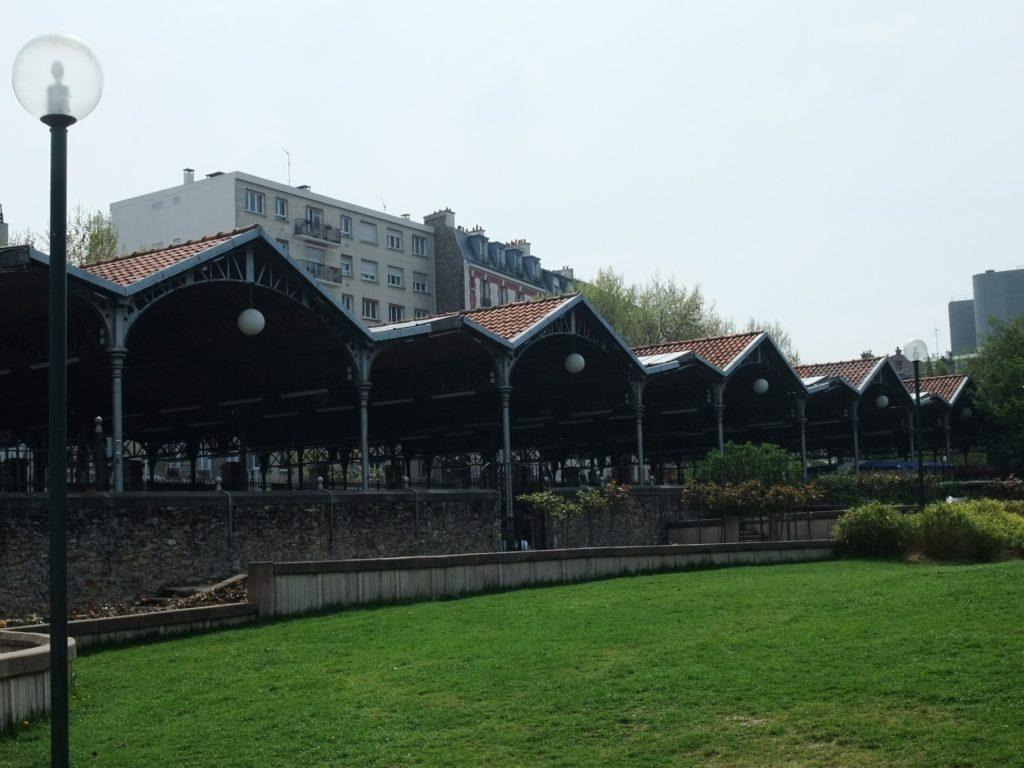 ジョルジュ・ブラッサンス公園から見た古本市の会場