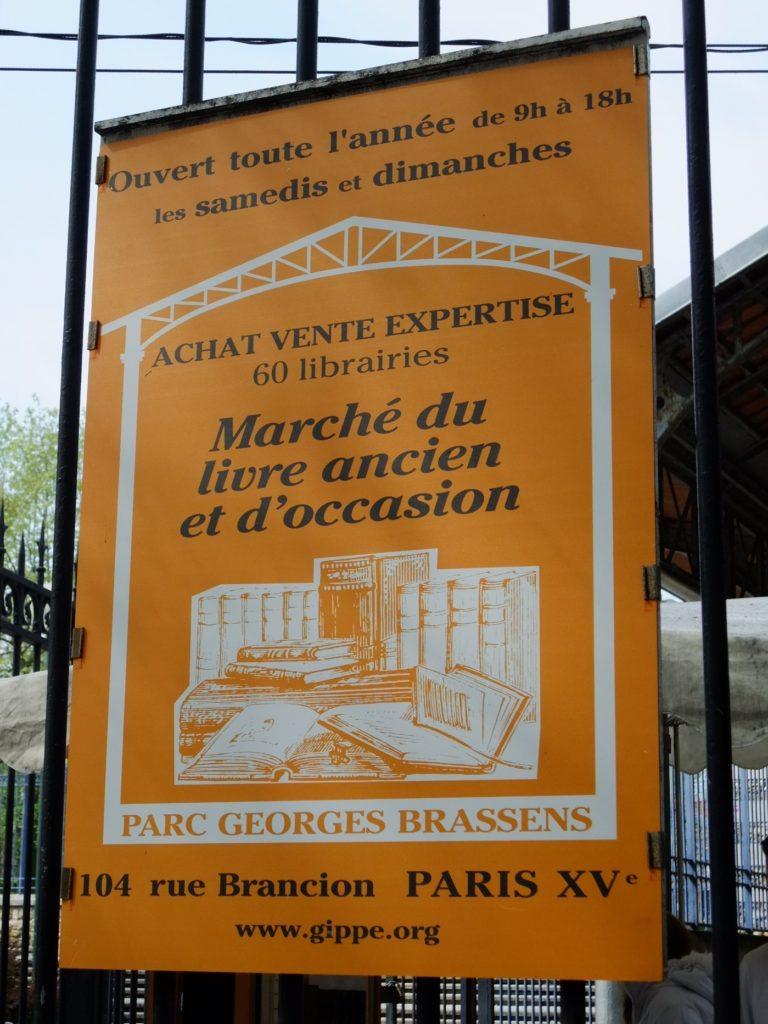 パリ 古本市の看板