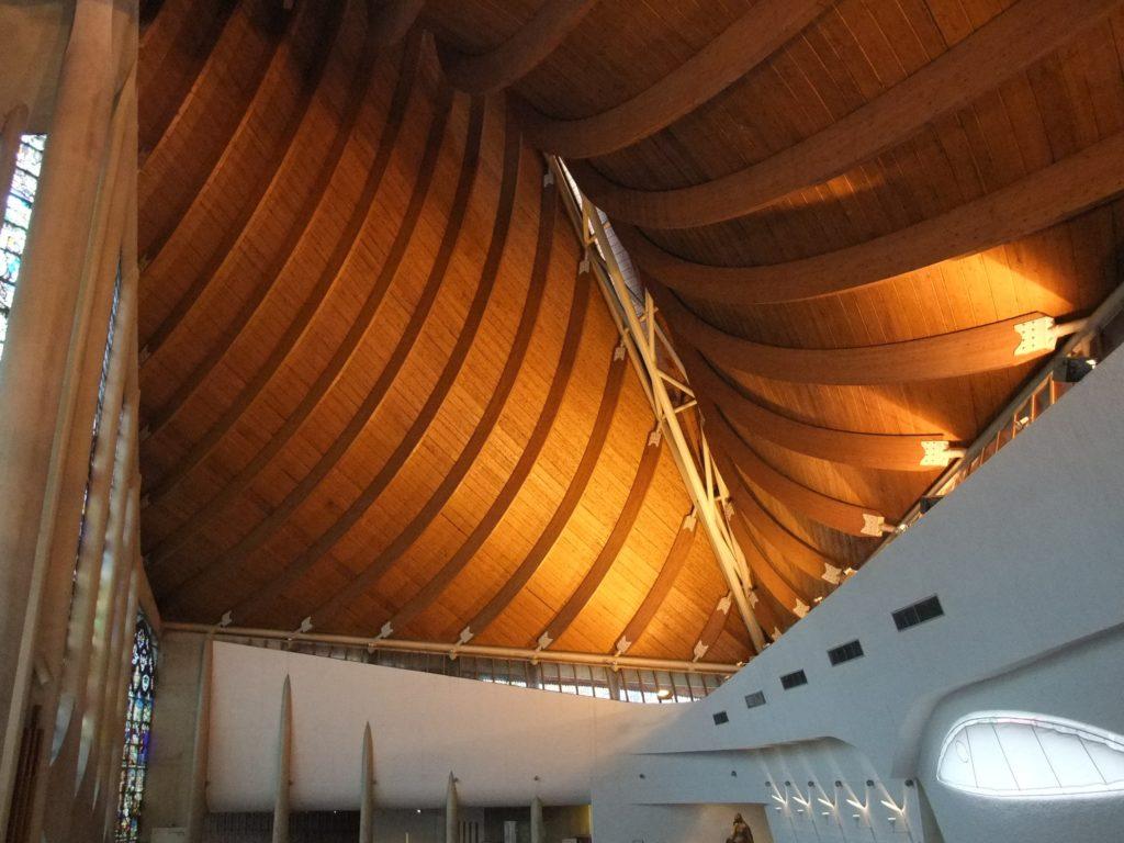聖ジャンヌダルク教会 船底をイメージした天井