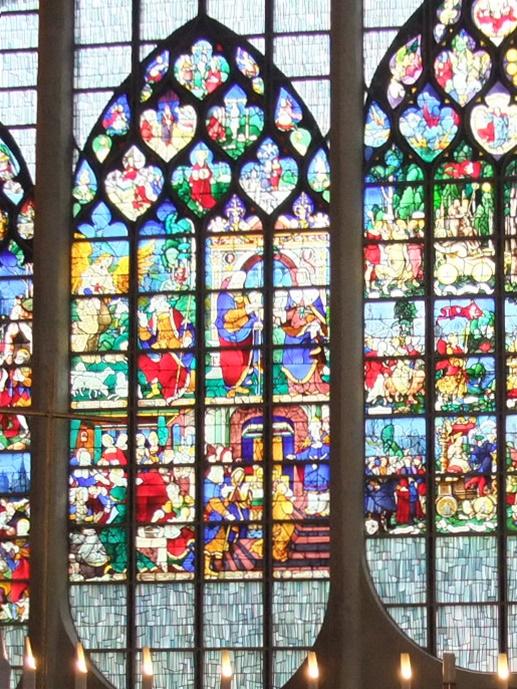 聖ジャンヌダルク教会 ネッサンスのステンドグラス2
