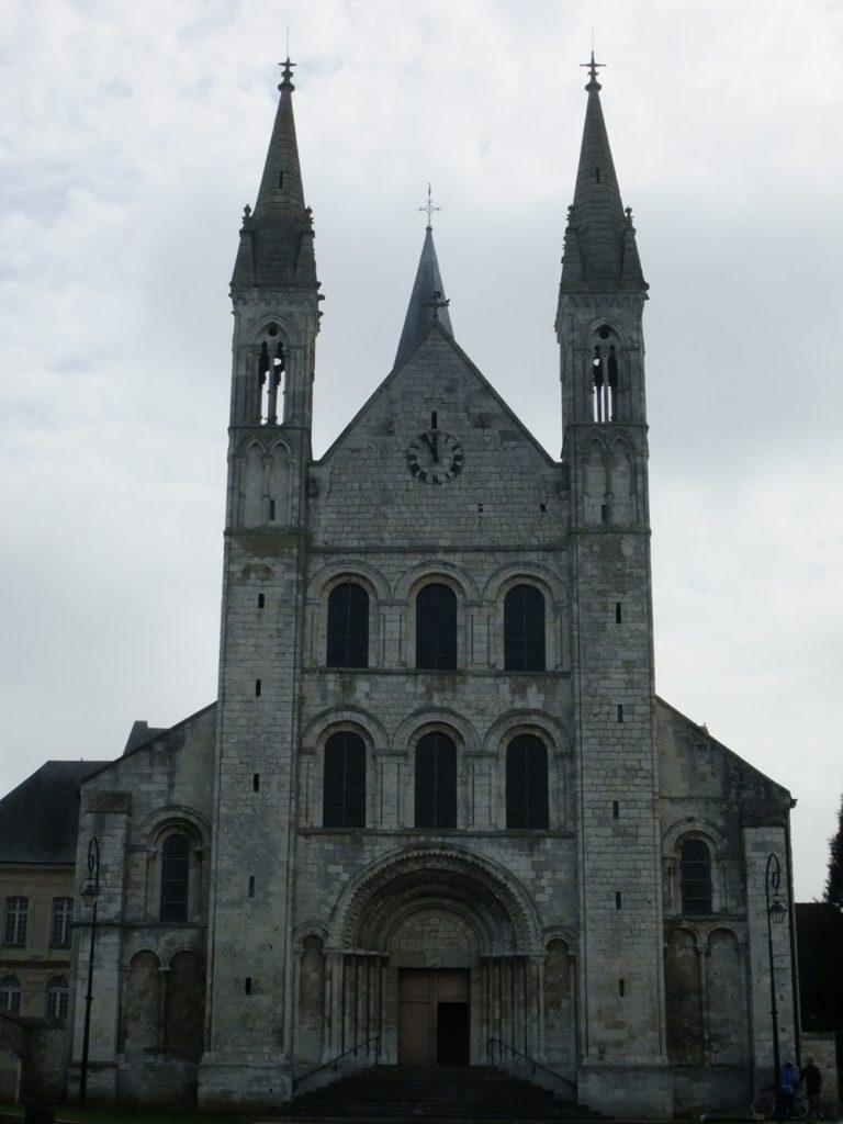 サン・ジョルジュ・ド・ボシェルヴィル修道院 外観正面