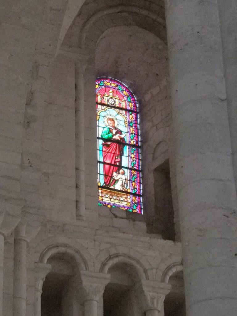 サン・ジョルジュ・ド・ボシェルヴィル修道院 内部ステンドグラス