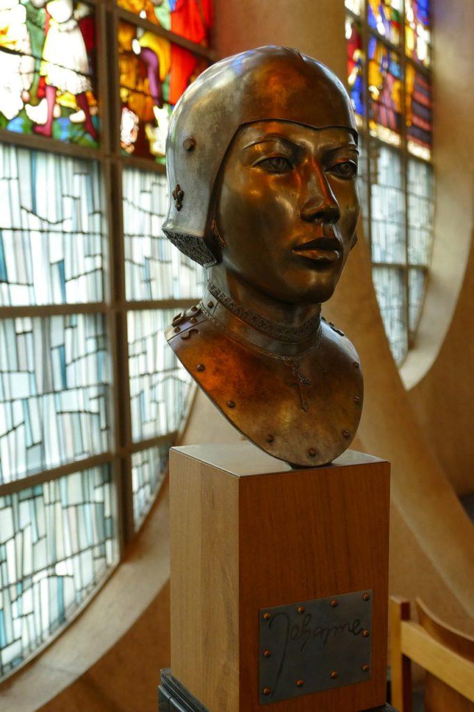 聖ジャンヌダルク教会 ジャンヌダルク像1