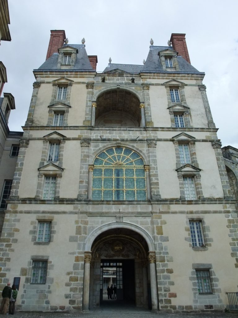 フォンテーヌブロー宮殿の黄金の門
