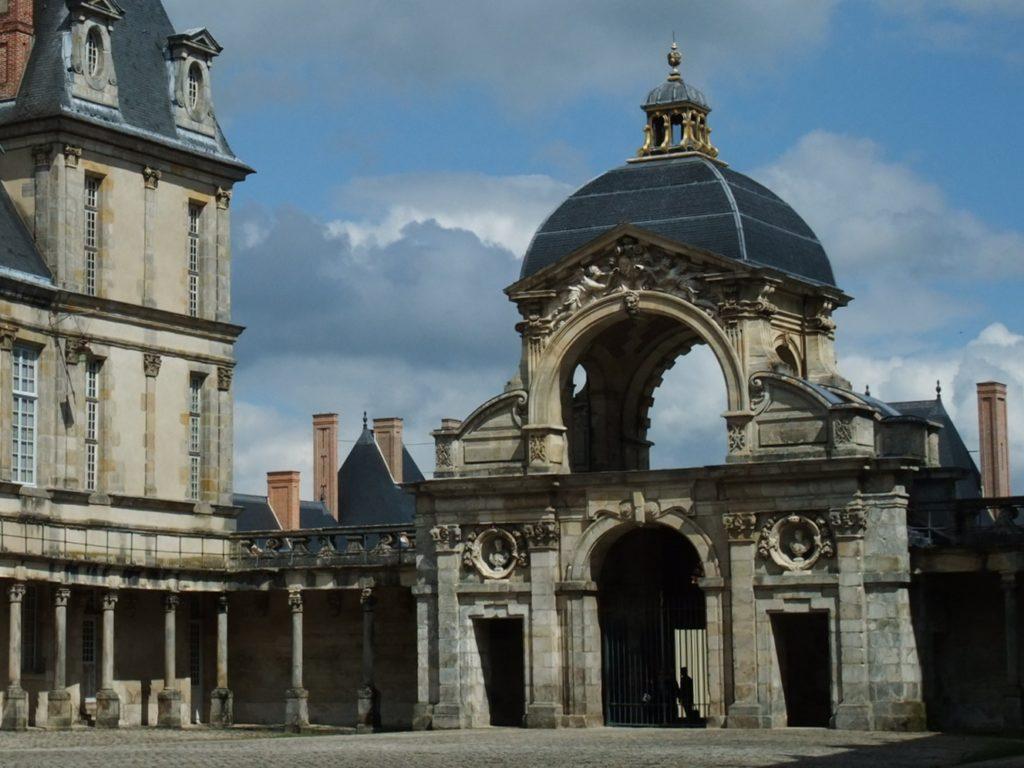 フォンテーヌブロー宮殿の洗礼堂の門