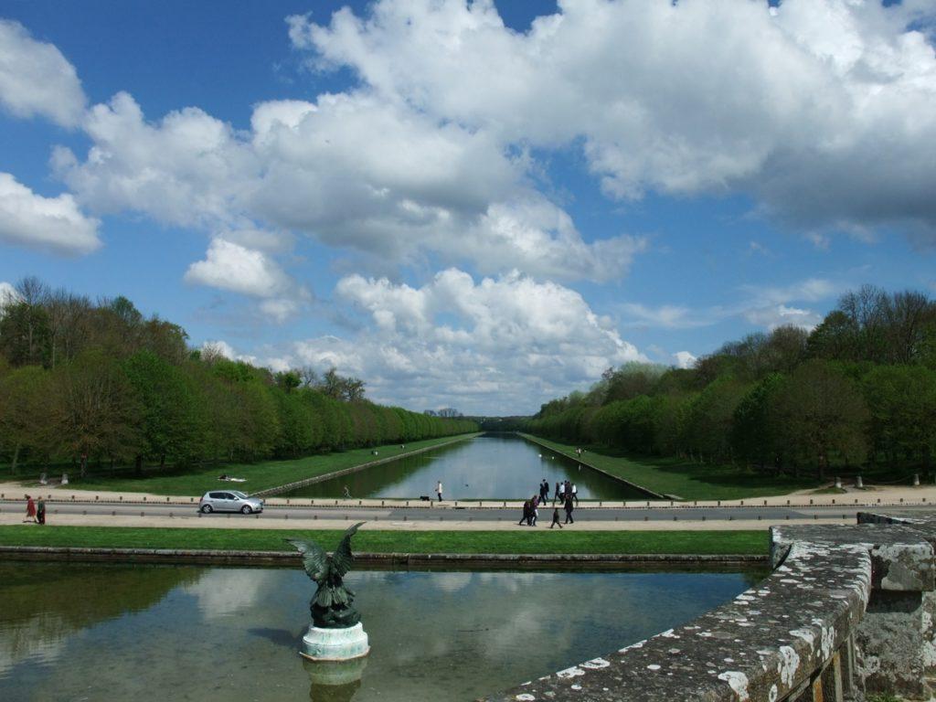 フォンテーヌブロー宮殿の懸河の池と運河