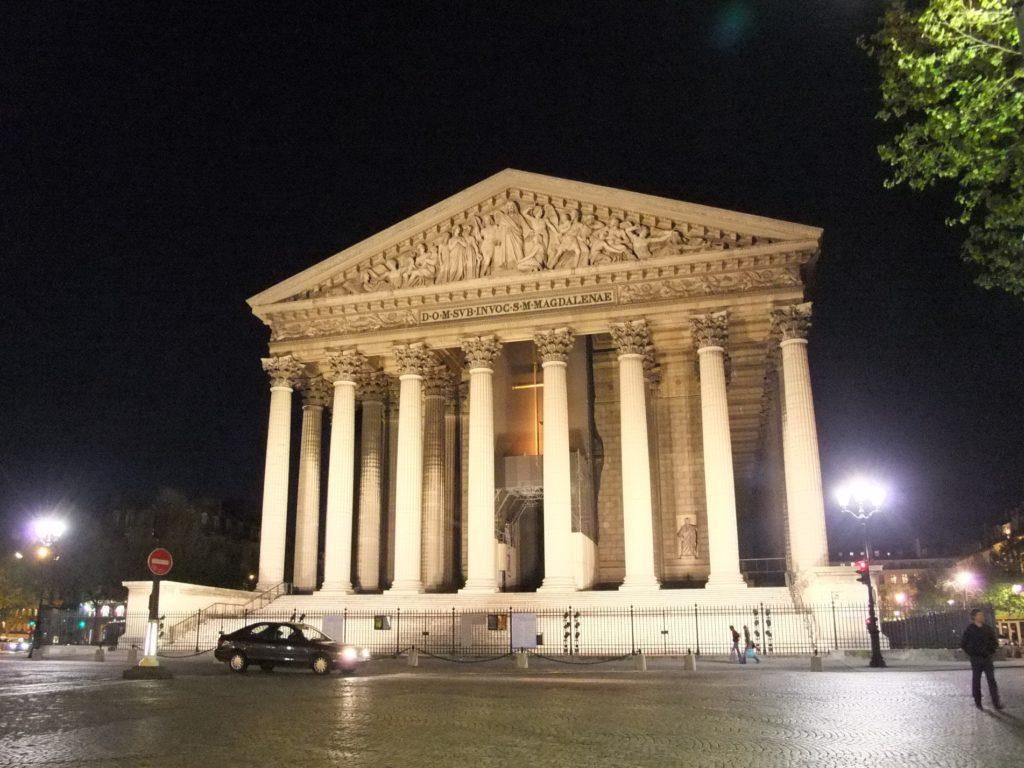 パリ 夜のマドレーヌ寺院