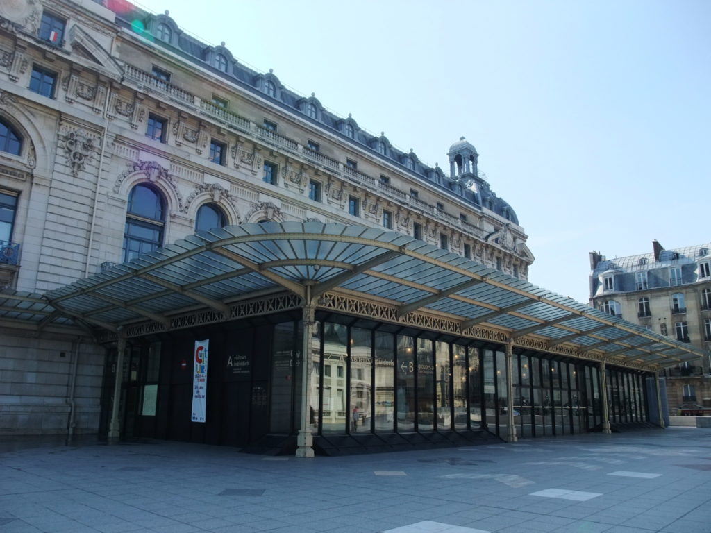 パリ オルセー美術館の入り口