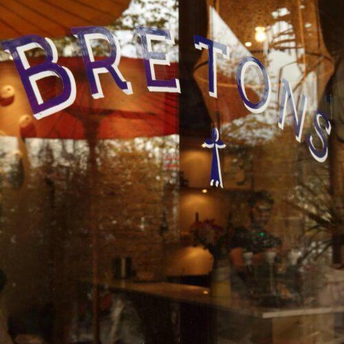 BRETONS CRÊPERIEの店の外観